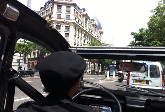 2CV-toit-ouvrant-Paris