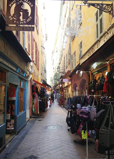 rue-nice-facades-jaune