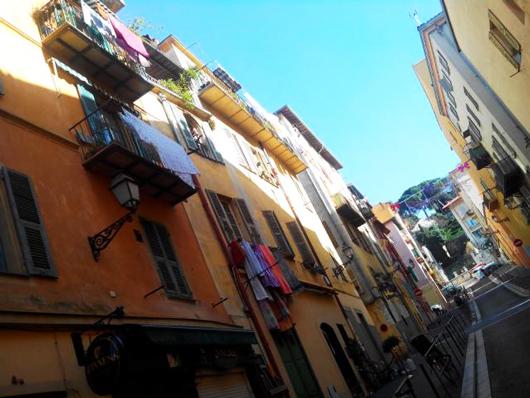 rue-vieux-nice-jaune