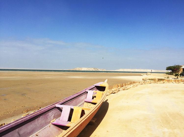 barque-plage-dakhla