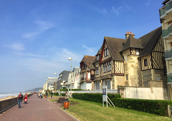 avenue-plage-cabourg